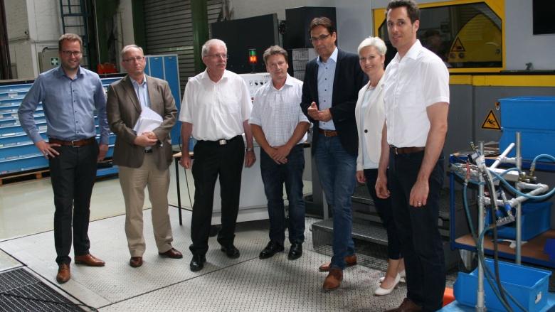 Abgeordneten Liese und Fuchs-Dreisbach bei der Firma Gräbener Maschinentechnik