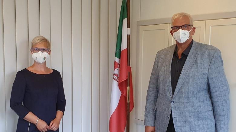Anke Fuchs-Dreisbach im Gespräch mit Regierungspräsident Hans-Josef Vogel