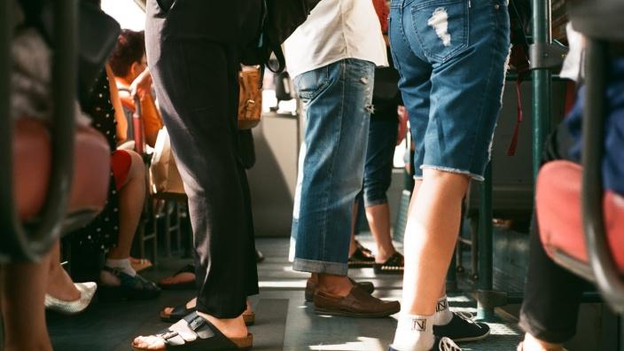 Schülerverkehr mit zusätzlichen Bussen entzerren