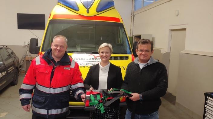 Spendenübergabe Herzenswunsch-Krankenwagen