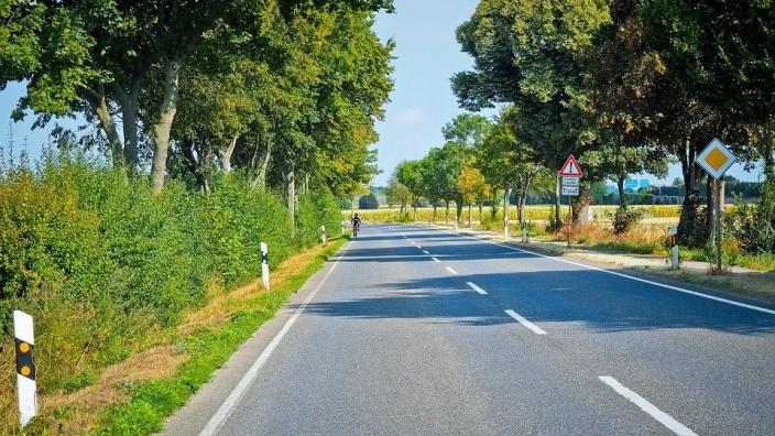 Land unterstützt beim Straßenbau